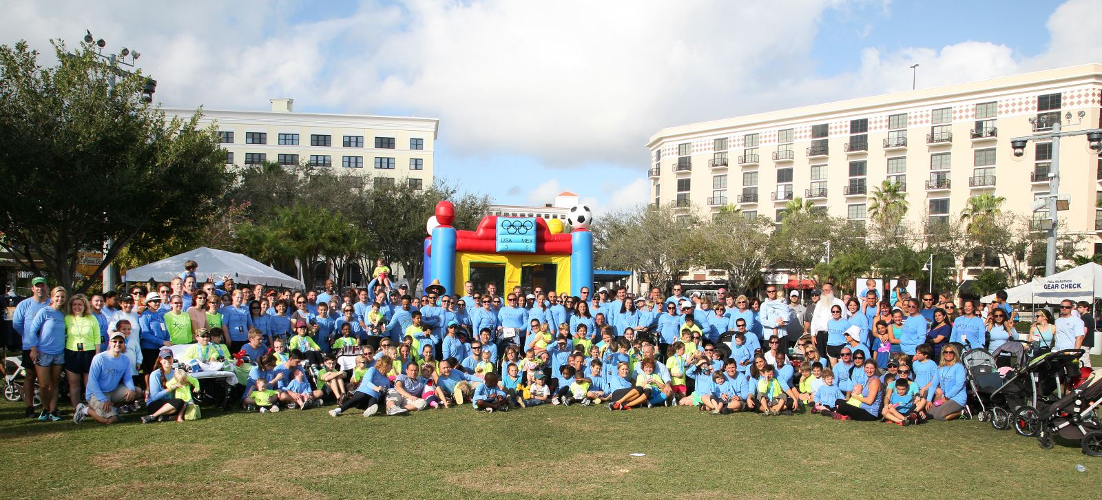 Patients, staff, families, and supporters at the 2013 Paley 5K Walk / Run